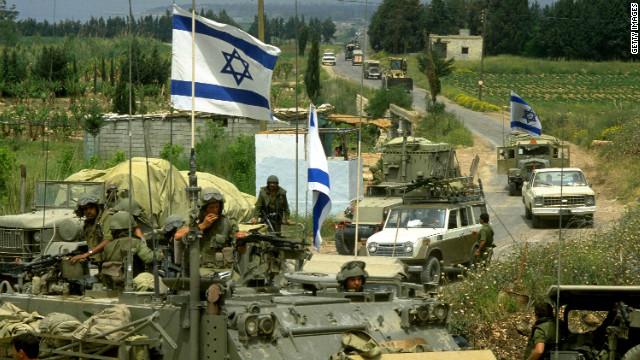 1982: Israel cerca Beirute.