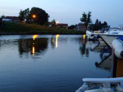 Noite:  encomendar croissants entregues no barco.
